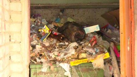 Жители Дзержинского,10 задыхаются от мусора по вине управляющей компании