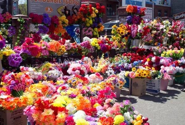 Фото искусственных цветов для кладбища