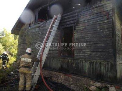 На Коммунальной полностью выгорел жилой дом
