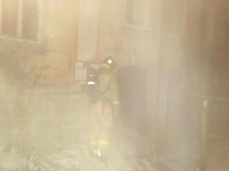 В аварийном доме на Набережной вспыхнул пожар