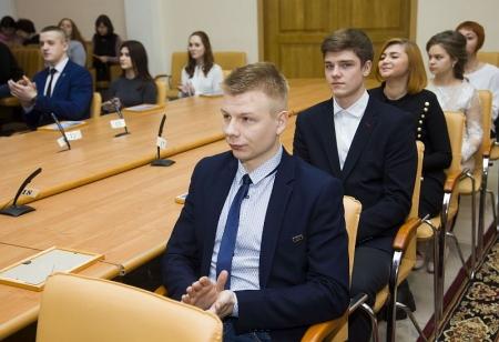 Юные умы и таланты получили стипендию Ермакова