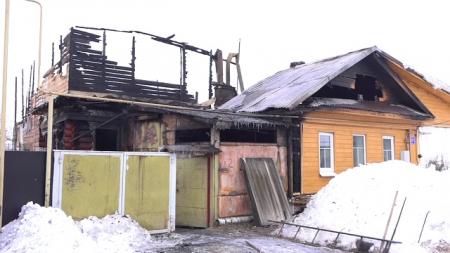 Глава округа распорядился выделить погорельцам с улицы Казанской маневренное жильё